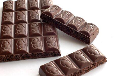 Barre de chocolat sur un fond blanc