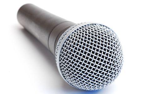 Microphone de pittoresque moderne sur un fond blanc  Banque d'images