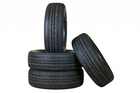 Tyr automobile couvre de caoutchouc le jeu complet saisonnier sur un fond blanc