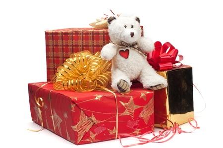 Ours, cadeaux et des prix en emballages brillants sur un fond blanc Banque d'images