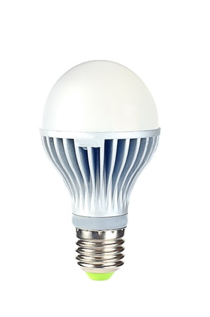 enchufe de luz: Bombilla LED de luz. La nueva era de las l�mparas incandescentes que se prohibi� en los pa�ses m�s y m�s. Aislado sobre fondo blanco.