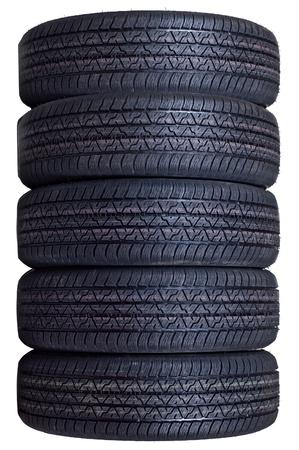 Le jeu complet de pneus d'automobiles neuves isol� sur un fond blanc Banque d'images