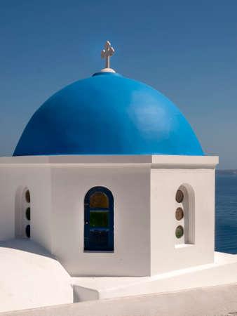 The blue dome of a Greek Orthodox Church on the Island of Santorini Greece. 版權商用圖片