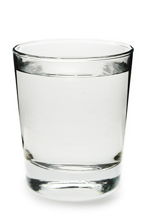 acqua vetro: Bicchiere d'acqua su sfondo bianco Archivio Fotografico