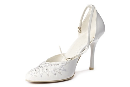 sandalias: De zapatos de mujeres aisladas en blanco