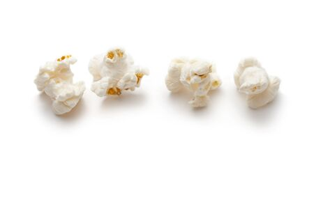 fresh pop corn: Popcorn isolated on the white background