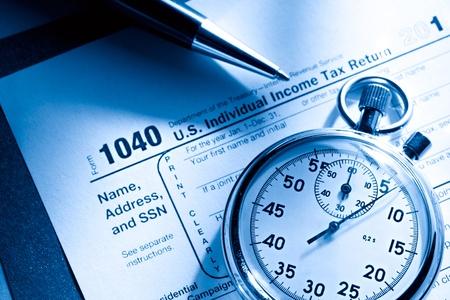 retour: Belastingformulier, pen en stopwatch