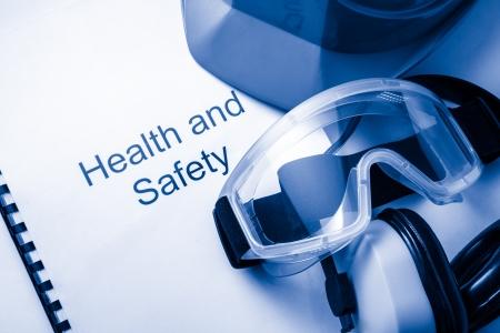 Registrieren mit Brille, Kopfhörer und Helm