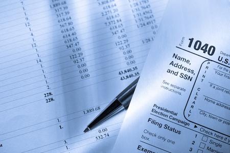 retour: Belastingformulier, exploitatiebegroting en pen