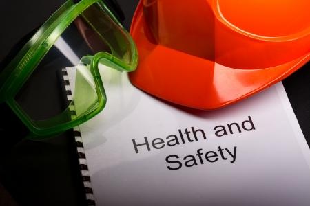 seguridad e higiene: Registrarse con gafas y casco