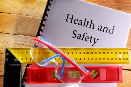 safety device: Angle ruler, balance level and goggles