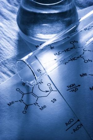 化学反応式の調子を整えるのと 写真素材