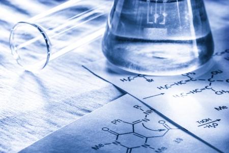 quimica organica: Qu?ca con f?la de reacci?n el tono Foto de archivo