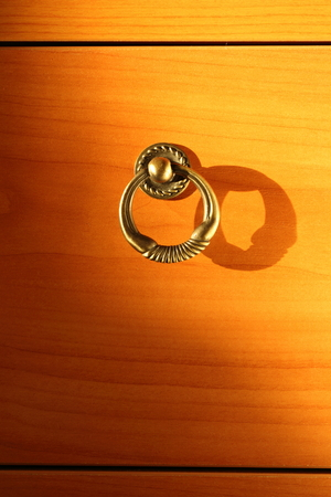 metal base: Metal round handle on base unit