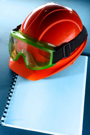 eyeshield: Green goggles and red helmet