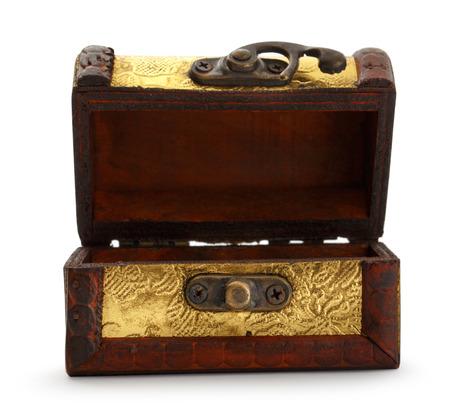 cofre del tesoro: Oro tronco cofre del tesoro en el fondo blanco