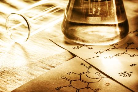 experimento: La qu�mica con f�rmula de reacci�n en la tonificaci�n en primer plano