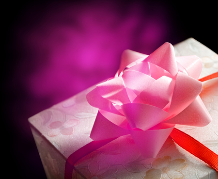 pink bow: Gift box with a pink bow and ribbon