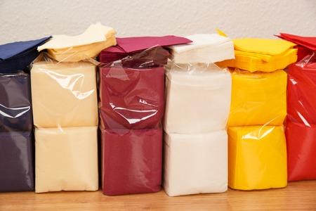 servilletas: Colecci�n de nuevas servilletas de papel colorido