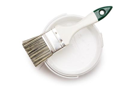 開かれたブラシで白いペンキを缶します。 写真素材