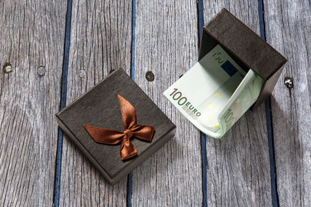 one hundred euro banknote: Gift box with one hundred euro banknotes