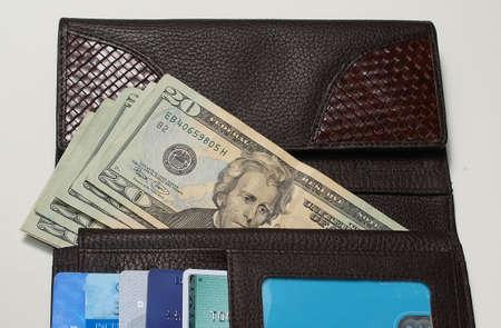 お金とクレジット_カード革の財布