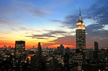 old times: Centro de la ciudad de Nueva York en el oscuro horizonte  Foto de archivo