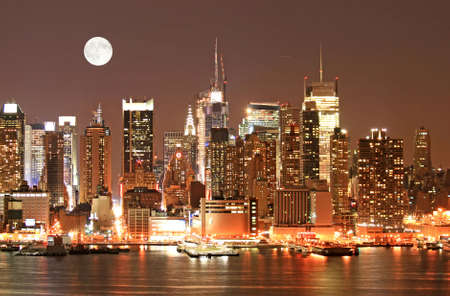 old moon: Manhattan Skyline at  Eve, New York City