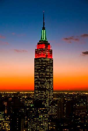 imperium: Het Empire State Building en Manhattan Skyline bij zonsondergang Redactioneel