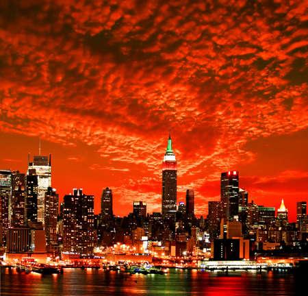 imperium: De New York City midtown skyline bij zonsopgang