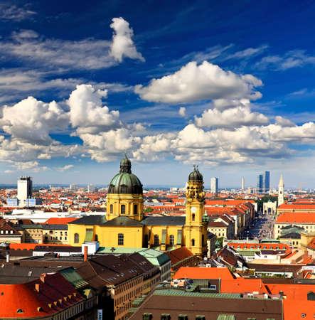 frauenkirche: Luftaufnahme der M�nchener Stadtzentrum aus den Turm des der Peterskirche