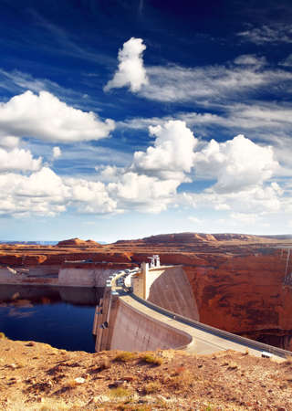 retailing: Glen Canyon Dam and Lake Powell, USA    Stock Photo