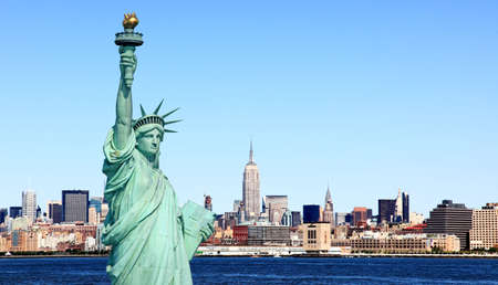 hudson river: The Statue of Liberty and Mid-town Manhattan Skyline  Stock Photo