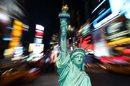 broadway: Die Statue of Liberty and Times Square in New York City