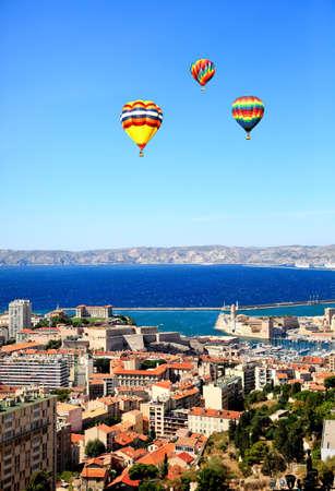 マルセイユ市フランスの航空写真ビュー 写真素材 - 6345316