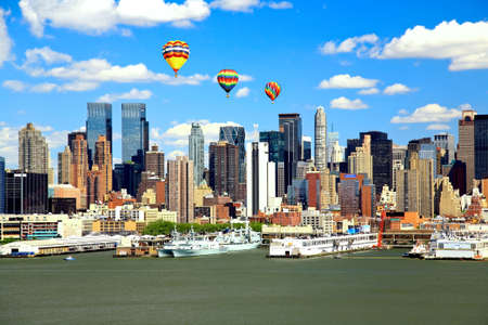 ニュージャージー側から見たミッドタウン マンハッタンのスカイライン 写真素材