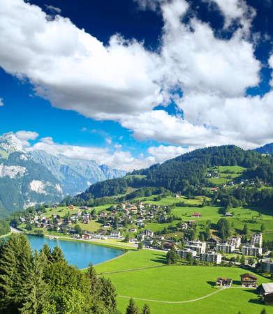 swiss alps: Wieś małych swiss w pobliżu The Mountain Mistrzostwa w Szwajcarii