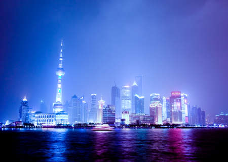 SHANGHAI - 11 juni: De mooiste skyline van de stad in China op 11 juni 2010 - Pudong Shanghai