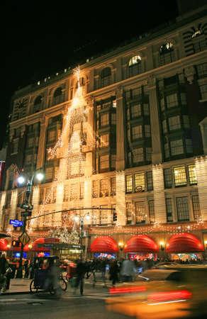 ニューヨークのデパートのクリスマス ライト 報道画像