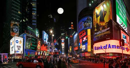 broadway show: La vista panoramica di Times Square a New York City Editoriali