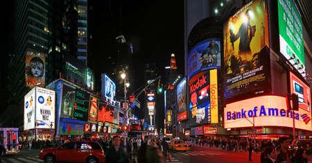 ニューヨーク市のタイムズスクエアのパノラマ ビュー