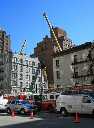 Crane collapse flatten a 4 story building and killed 7 people in Midtown Manhattan