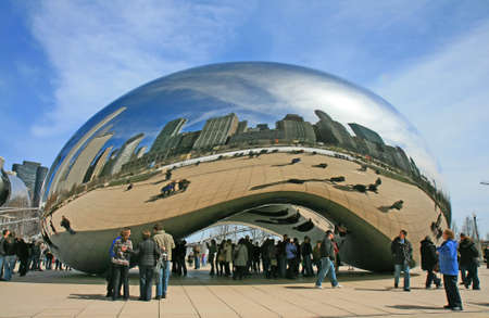 The Cloud Gate in Millennium Park in Chicago Stock Photo - 7358179