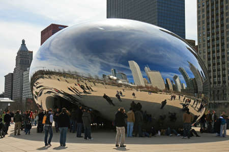 The Cloud Gate in Millennium Park Chicago Stock Photo - 7358182