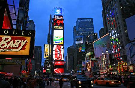broadway show: Il Times Square a New York City di notte