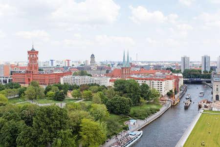 dom: vue a�rienne de Berlin central du sommet du Berliner Dom  Banque d'images