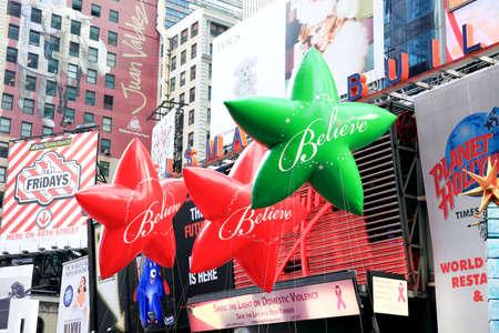 macys: MANHATTAN - 26 novembre: Palloncini di Star passando di Times Square a Thanksgiving Day Parade di Macy 26 novembre 2009 a Manhattan.
