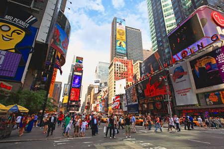 Mid-town Manhattan의 유명한 타임 스퀘어 - 넓은 각도의 전망