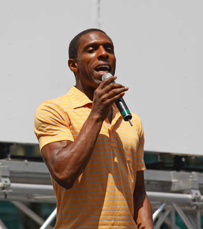 xanadu: NEW YORK - AUGUST 7: Andre Ward performed Xanadu at The Broadway in Bryant Park in NYC - a free public event on August 7, 2008    Editorial