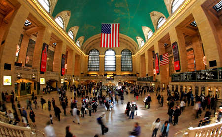 New York City, April 17, 2009: commuters and tourists flooded the grand central station during the Friday afternoon rushhour (a fisheye view) Stock Photo - 7405661